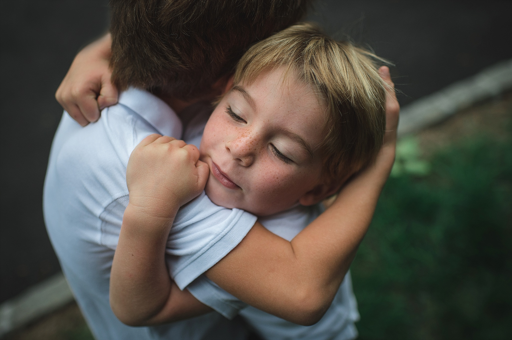 brothers hugging. portrait by Erin Borzellino. Very Photography