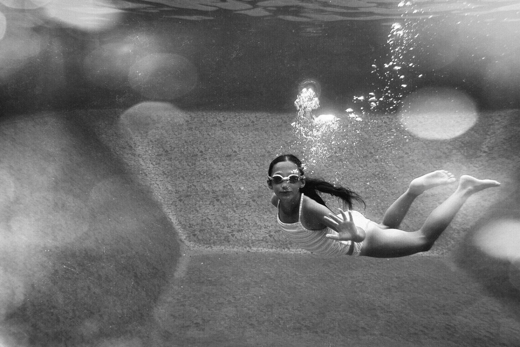 underwater fine art  family portraiture by Erin Borzellino in NYC metro area
